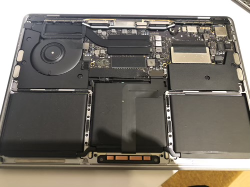 MacBook Proの中の埃を掃除